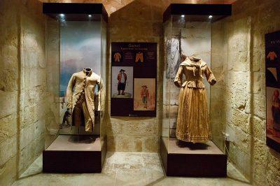 malta gozo folklor muzesi kiyafetler 400x266