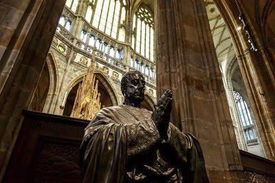 prag kalesi st vitus katedrali aziz heykeli 400x266