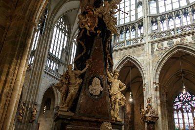 prag kalesi st vitus katedrali heykelleri 400x266