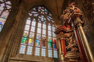 prag kalesi st vitus katedrali vitray camlar 400x266