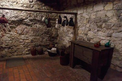 prag old town yeralti evleri 400x266