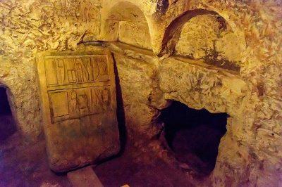 st paul yeralti mezarlari taslar 400x266