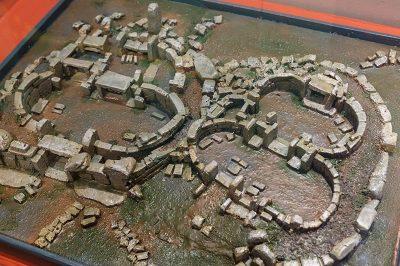 valletta arkeoloji muzesi tapinak maketi 400x266