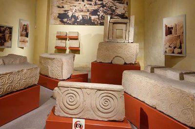 valletta arkeoloji muzesi tapinak suslemeleri 400x266