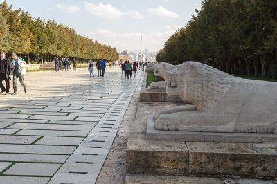 ankara anitkabir aslanli yol heykelleri 400x266
