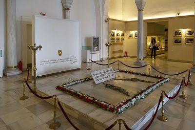 ankara etnografya muzesi ataturk sembolik kabri 400x266