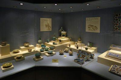ankara etnografya muzesi cam seramik 400x266