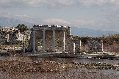 aydin miletos antik kenti sutunlari 400x266