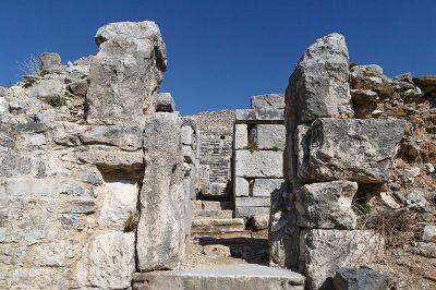 aydin miletos antik kenti tiyatro gecidi 400x266