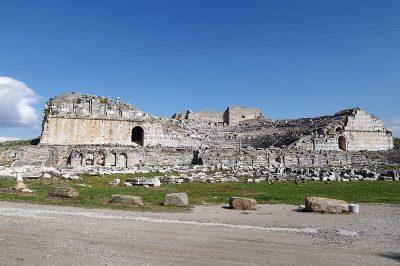 aydin miletos antik kenti tiyatro kalintilari 400x266