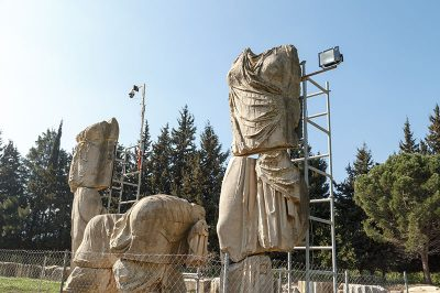 claros kehanet merkezi buyuk heykeller 400x266