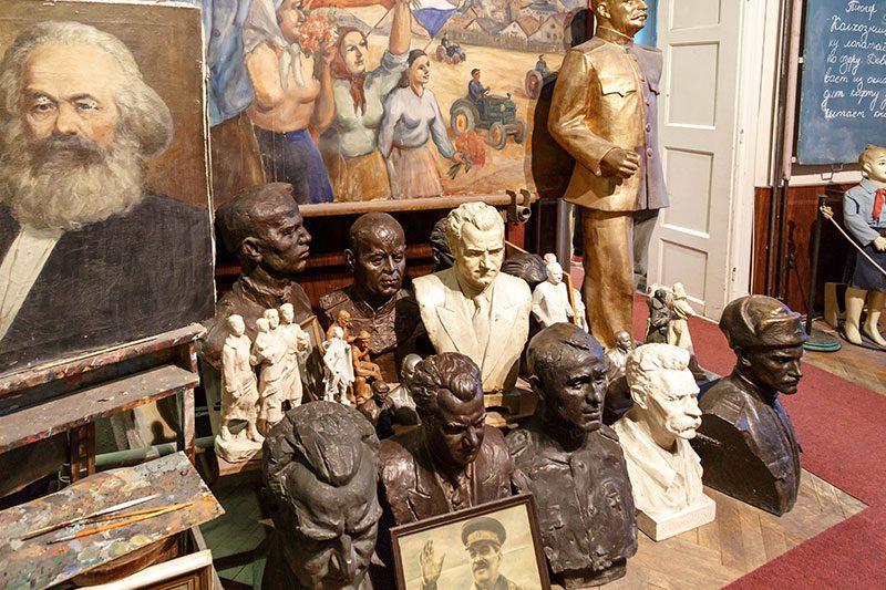 prag komunizm muzesi heykeller