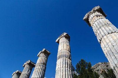 priene antik kenti sutunlari kalintilari 400x266