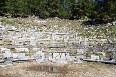 priene antik kenti tiyatrosu 400x266