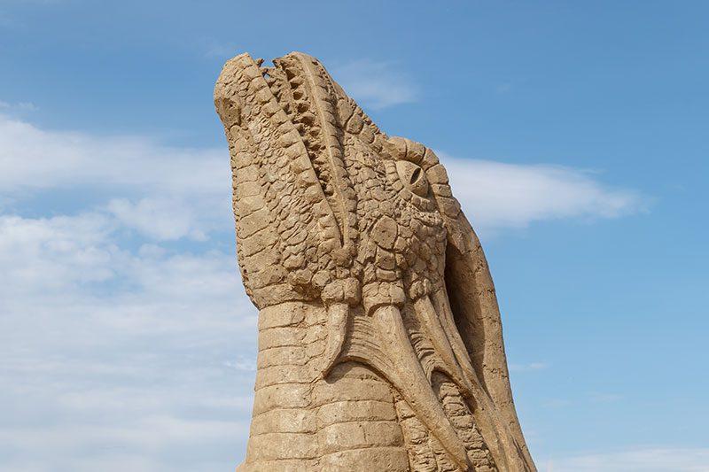 antalya lara plaji kum heykel festivali ejderha kafasi