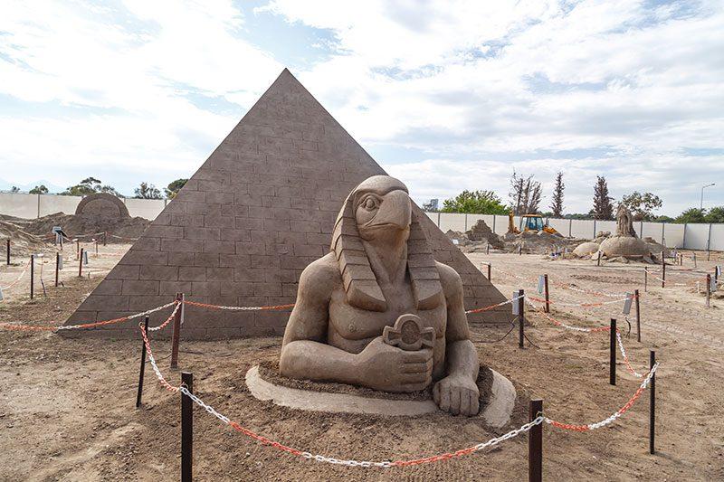 antalya lara plaji kum heykel festivali keops piramidi