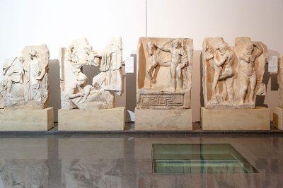 aydin afrodisias antik kenti muzesi sebasteion at heykeli 400x266