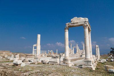 denizli laodikeia antik kenti tapinak gezi yazisi 400x266