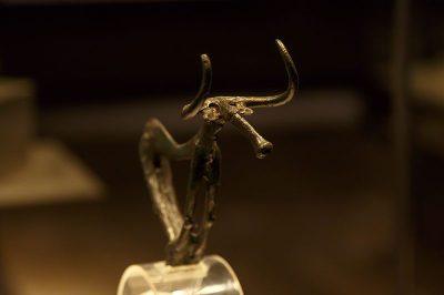 eskisehir arkeoloji muzesi bronz boga heykeli 400x266