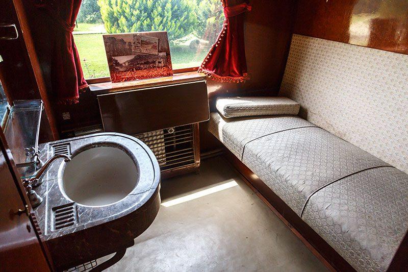 izmir camlik lokomotif muzesi ataturk vagonu odalari