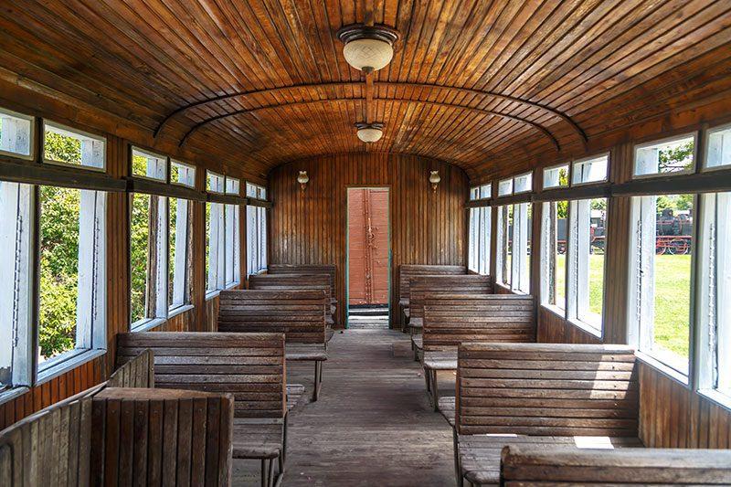 izmir camlik lokomotif muzesi yolcu vagonlari