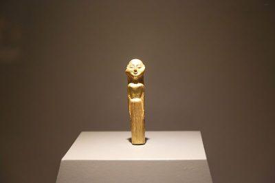 izmir efes muzesi altin heykel 400x266