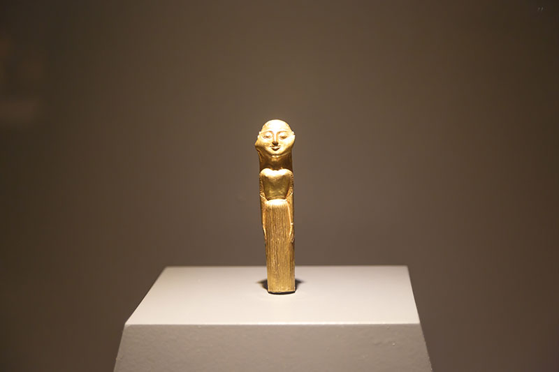 izmir efes muzesi altin heykel