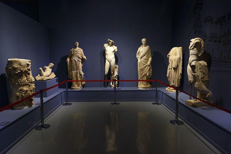 izmir efes muzesi cesme heykelleri