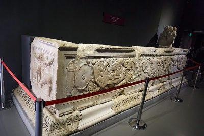 izmir efes muzesi domitianus tapinagi sunagi 400x266