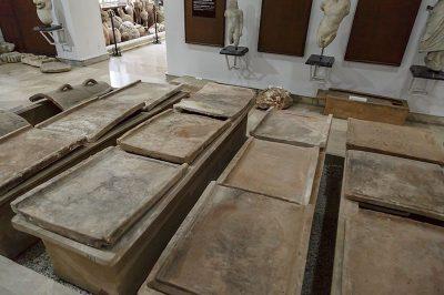 mersin arkeoloji muzesi lahitleri 400x266