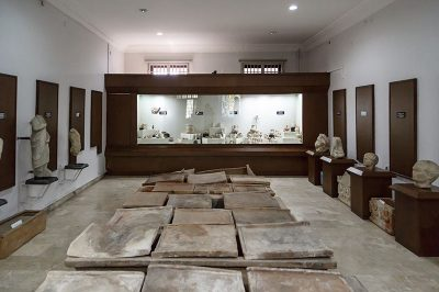 mersin arkeoloji muzesi salonlari 400x266