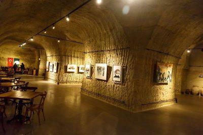 avanos guray muze sergi salonu eserleri 400x266