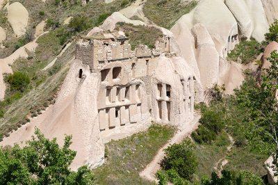 kapadokya guvercinlik vadisi mini guvercin evleri 400x266