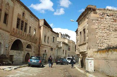 kapadokya nevsehir uchisar kalesi sokaklari 400x266
