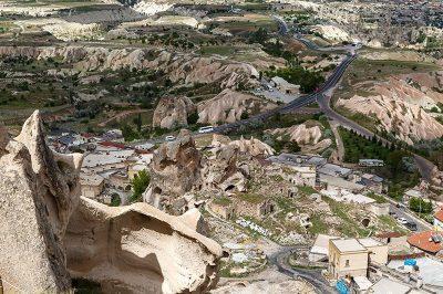 kapadokya nevsehir uchisar kalesi zirve manzarasi 400x266