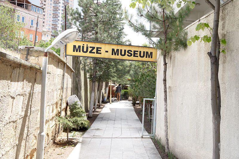 nevsehir muzesi muze girisi tabelasi