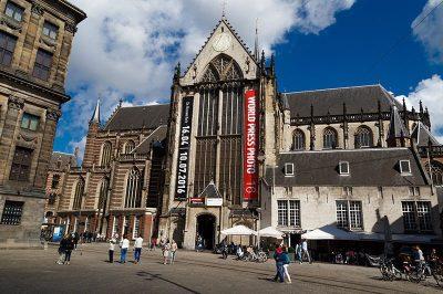 amsterdam dam meydani nieuwe kerk 400x266