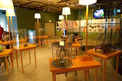 amsterdam nemo bilim muzesi fizik odasi 400x266