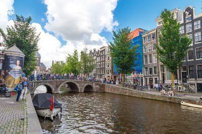 amsterdam red light district gezi yazisi 400x266
