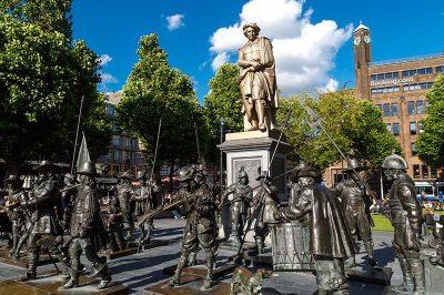 amsterdam rembrandtplein rembrandt meydani heykeli 400x266