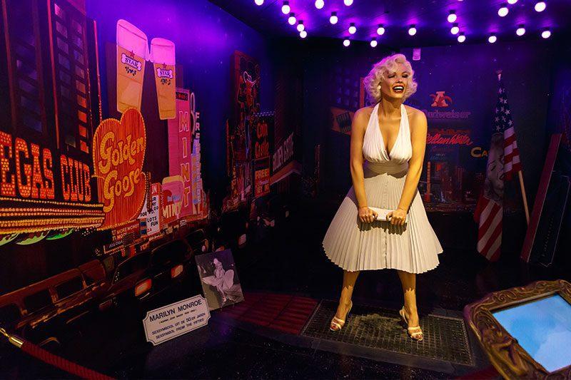 amsterdam seks muzesi marilyn monroe heykeli