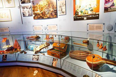 amsterdam tropenmuseum muzik enstrumanlari 400x266