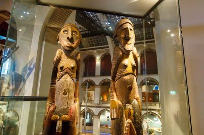 amsterdam tropenmuseum tasarim heykelleri 400x266