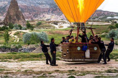 kapadokya balon turu balonun inisi gezi sonu 400x266