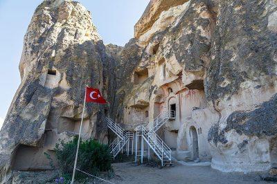 kapadokya cavusin kilisesi gezilecek yerler 400x266
