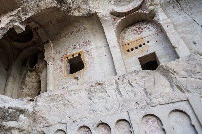 kapadokya goreme karanlik kilise gezi 400x266
