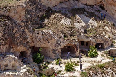 kapadokya urgup temenni tepesi yamaci 400x266