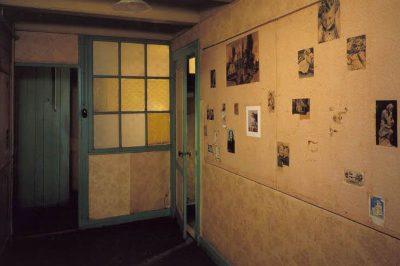amsterdam anne frank evi muzesi odasi 400x266