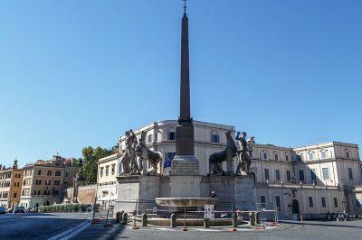 piazza del quirinale obeliski 400x266
