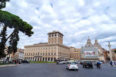piazza venezia meydani arabalari 400x266